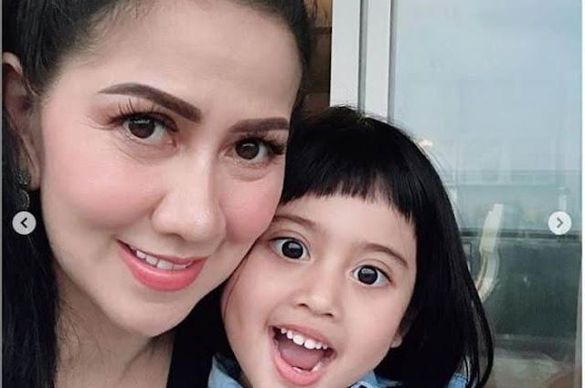 Venna Jadi Single Parent, Kasih Sayang Venna Melinda Bersama Putrinya