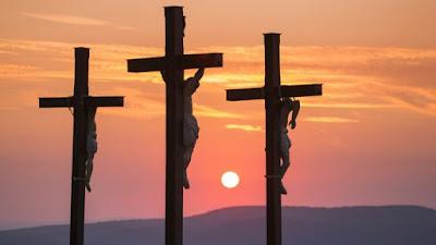 torturam-te chicotearam-te humilharam-te mataram-te  na cruz  agora comemoram seu nascimento  quanta hipocrisia... por Cristo!