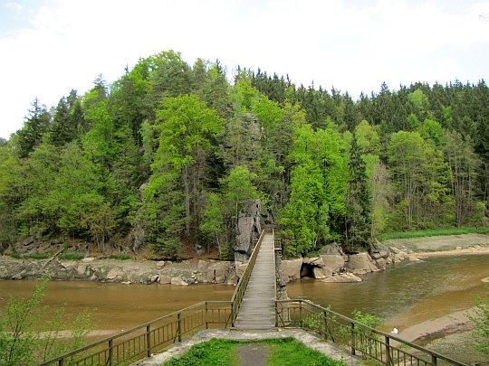 Mostek nad Jeziorem Modrym.