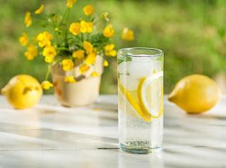 manfaat infused water lemon