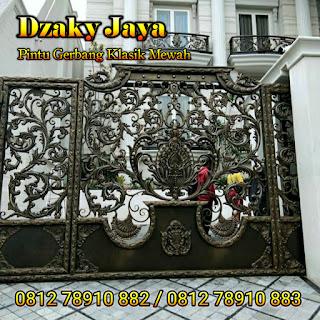 Model Pintu Gerbang Besi Tempa Klasik Mewah untuk Pintu Pagar Rumah Mewah Klasik Surabaya.