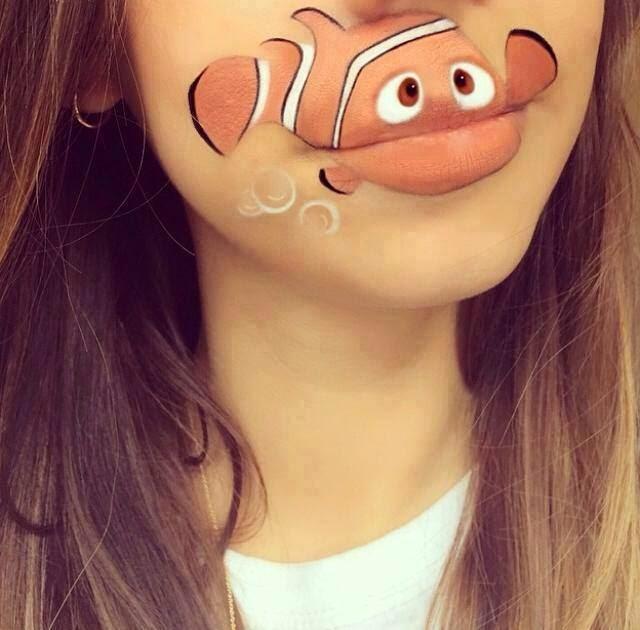 Nemo pintado en los labios de una chica