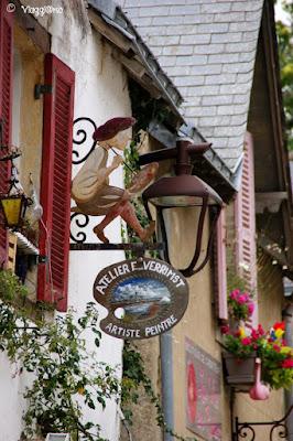 Le belle insegne in ferro battuto nel centro storico di Guérande