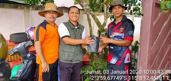 Dinas Pertanian Bartim Ajak Jajaran Polres Bartim Tanam Mangga, Durian dan Rambutan