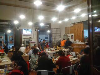 Sambil Menunggu Kereta, Yuk Nikmati Semua Menu Yang Ada Di Loko Cafe