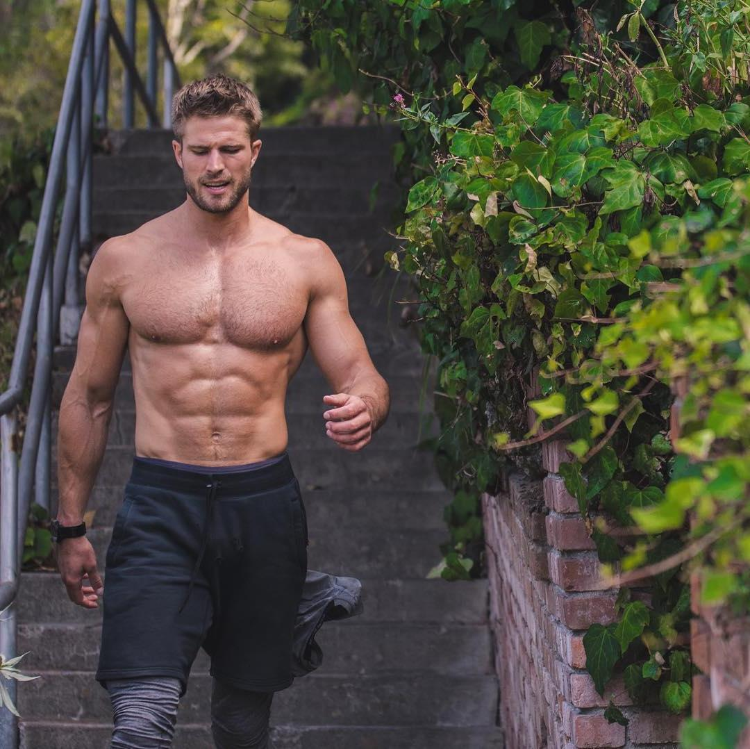 bearded-hairy-bare-chest-hunk-fit-body-daddy
