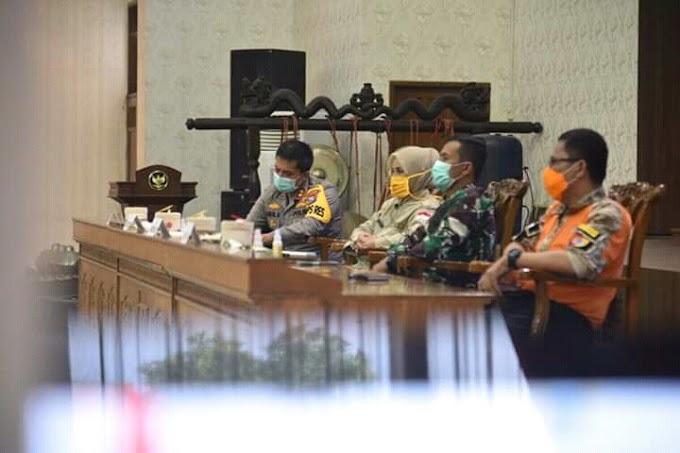 Bupati ,Kapolres ,Dandim, Plt BPBD Evaluasi Rapat Kordinasi Penanganan Covid -19 Bersama Gubernur Khofifah Teleconfreen
