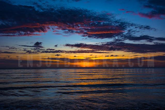 pantai-untuk-mukat-di-pulau-bangka-enjoy-bangka