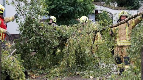 Közlekedési fennakadásokat és baleseteket okozott a szélvihar Németországban