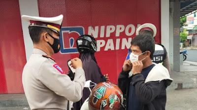 Satlantas Polres Parepare Gelar Operasi Yustisi dan Bagi - bagi Masker