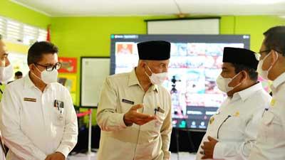 tinjau pelaksanaan vaksinasi bagi pelajar di SMPN 1 Batang Anai