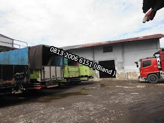 Antrian Truk yang Akan Mengangkut Pupuk Hasya Jaya