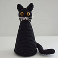 http://www.ravelry.com/patterns/library/halloween-black-cat
