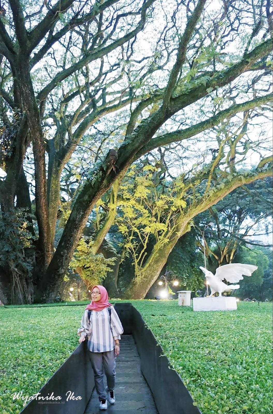 Menikmati Sore Puitis Kota Bandung