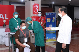 Presiden Tinjau Vaksinasi Massal Bagi Pelayan Publik di Jateng