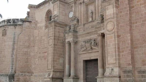 El obispo de Almeria confirma el aforo de misa: la vuelta a la vida normal será en junio