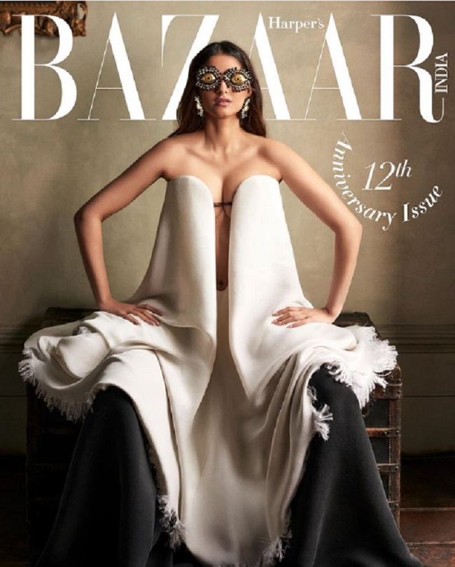 Pic Talk of the day : Bollywood Fashionista Comes Up With A Weird Outfit?