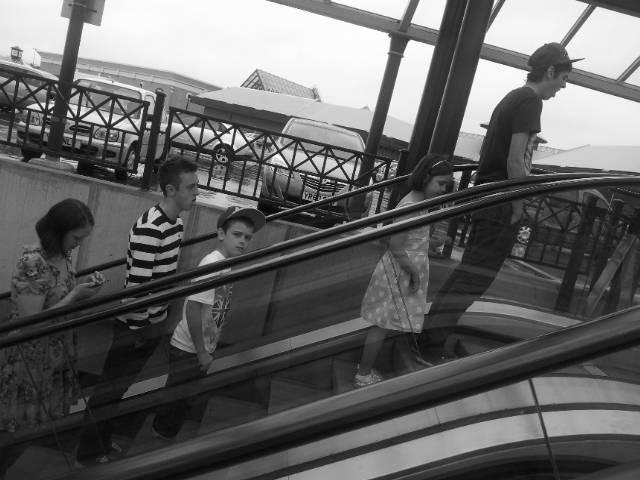 All 4 Children Together: Escalator Makes A Fun Shot