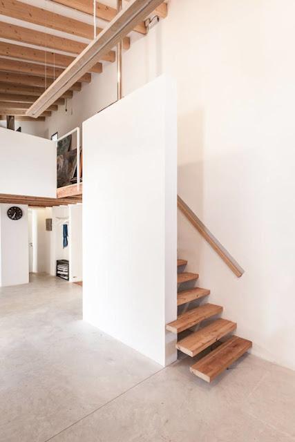 Desain Tangga Ruang Sempit