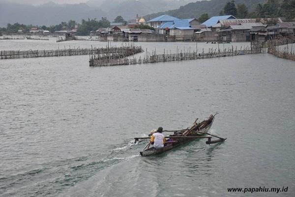 Sepanjang aliran Danau Poso