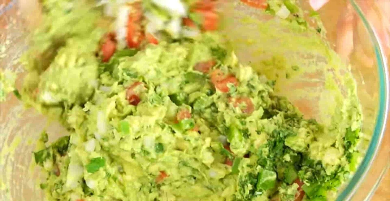 mixing-avocado-to-guacamole