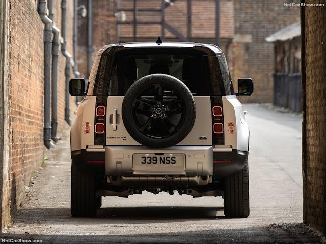 Thiết kế đuôi xe Land Rover Defender vẫn duy trì lốp dự phòng
