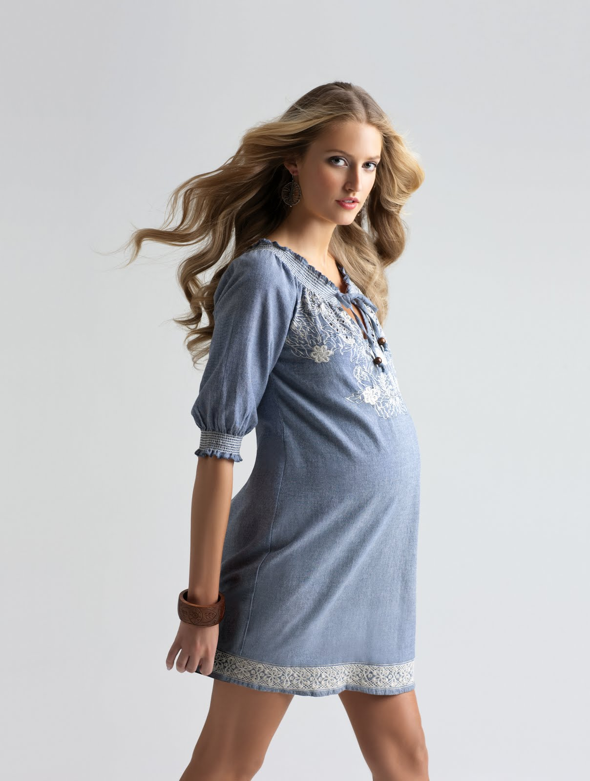 Fashionable maternity clothing