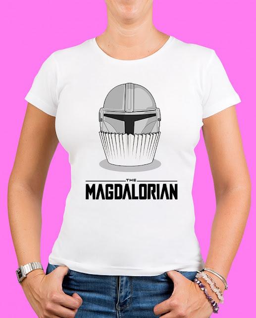 https://tresenunburro.com/camisetas-mujer/3248-100373-magdalorian-.html