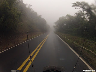 Do outro lado da serra a neblina foi diminuindo.
