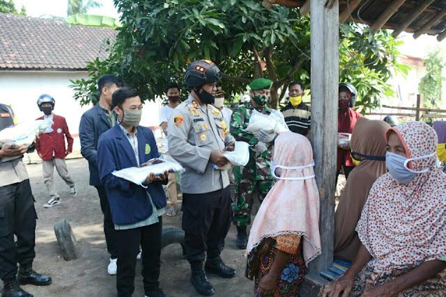 Polres Lotim dan Mahasiswa Bakti Sosial Sambut HUT Bhayangkara Ke-74