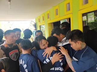 Tante Tiara Sujud di Kaki Kapolres Lumajang, Minta Perampoknya Dimaafkan