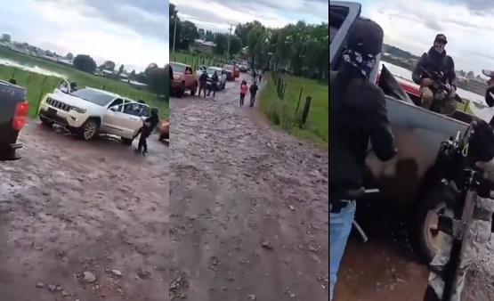 Video: 15 Camionetas llenas de Sicarios, con equipo táctico y gorras con camuflaje: una madre pasa con su bebe en brazos caminando como si nada