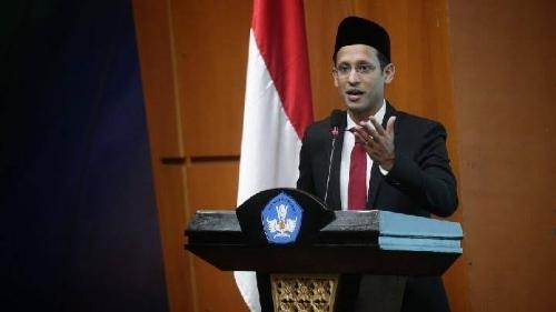 Nadiem Minta Pemda Pecat Pihak Paksa Siswi Padang Berjilbab