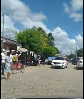 Sem planejamento em Sapé fila para tomar vacina contra COVID-19 vira pesadelo e aglomeração