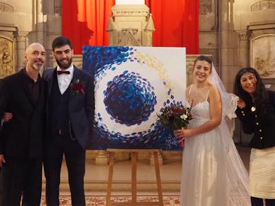 Robe de mariée réalisée par Eugene Kim et tableau peint par les mariés sur une base de Miguel Donguy