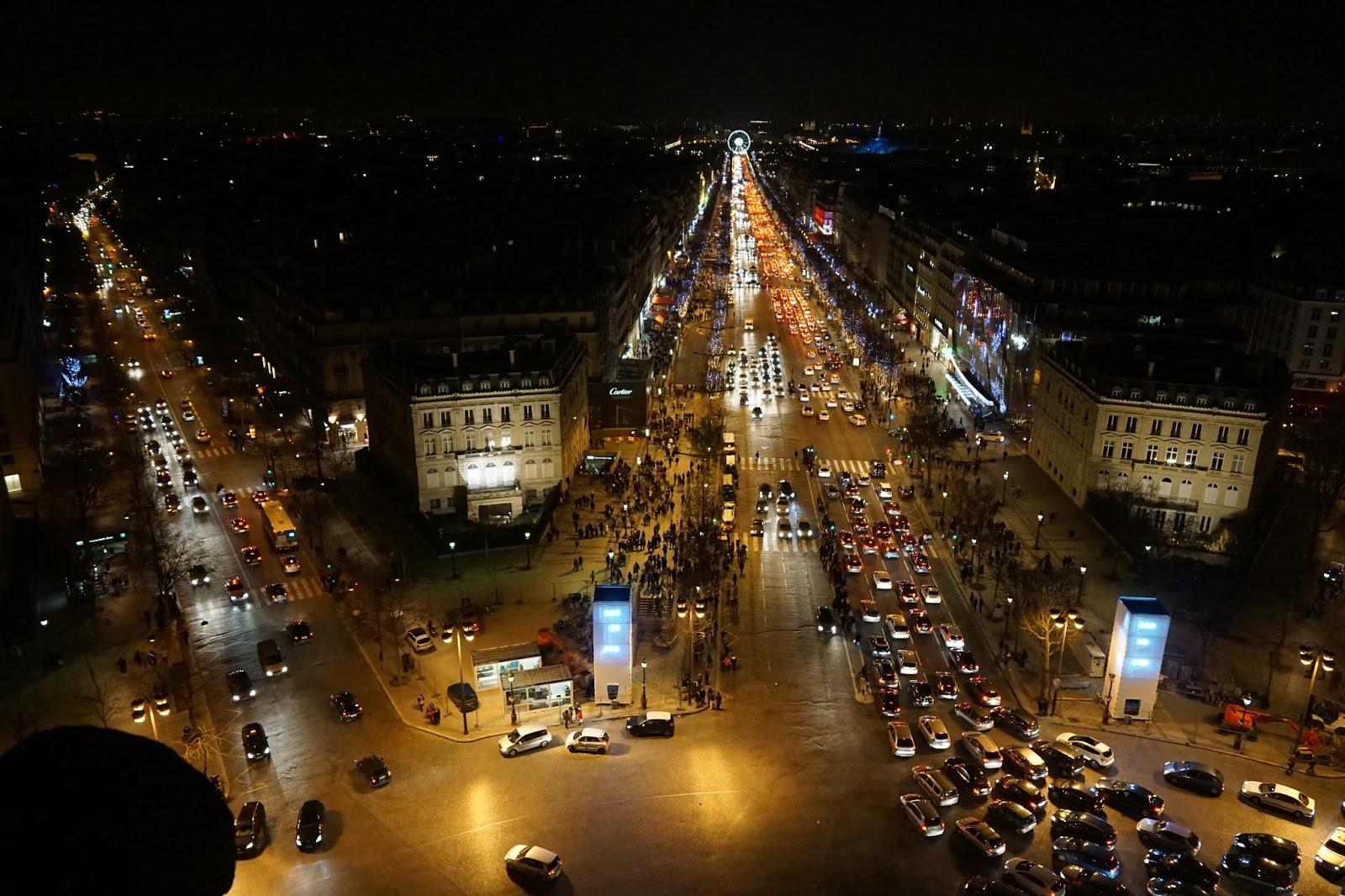 エトワールの凱旋門(Arc de triomphe de l'Étoile) 展望台からの眺め1