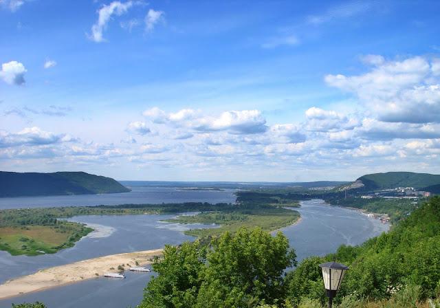 Вид на Волгу и Жигулевские горы с Вертолетной площадки. г. Самара фото 2007г.