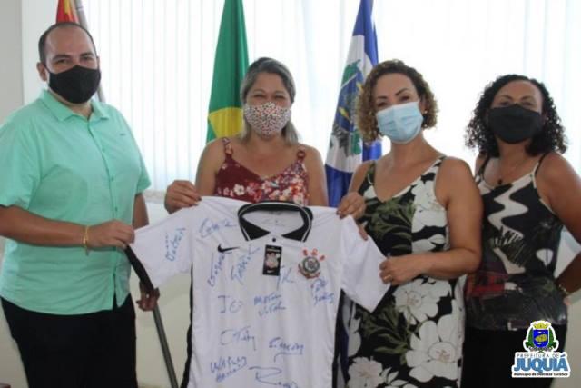 CORINTHIANS DOA CAMISA AUTOGRAFADA AO FUNDO SOCIAL DE JUQUIÁ.