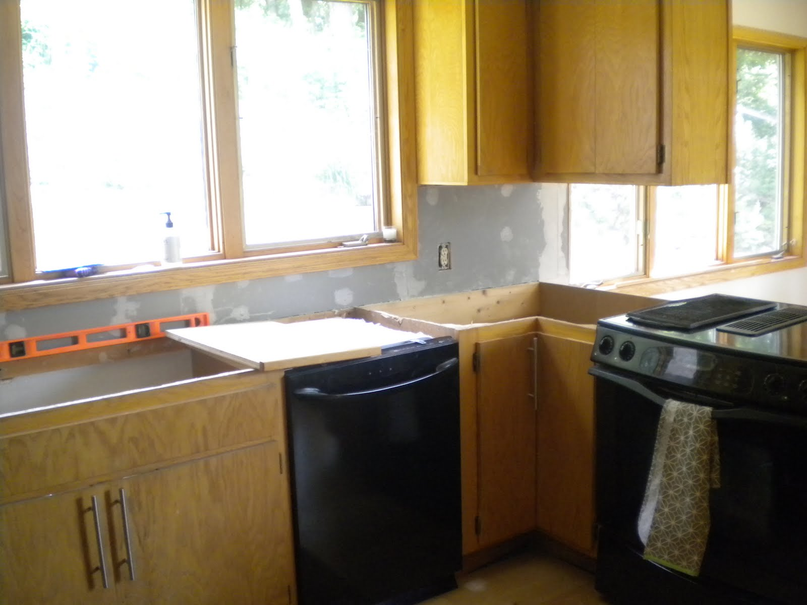 clean kitchen cabinets one project at a time diy 39 can you handle it 2230