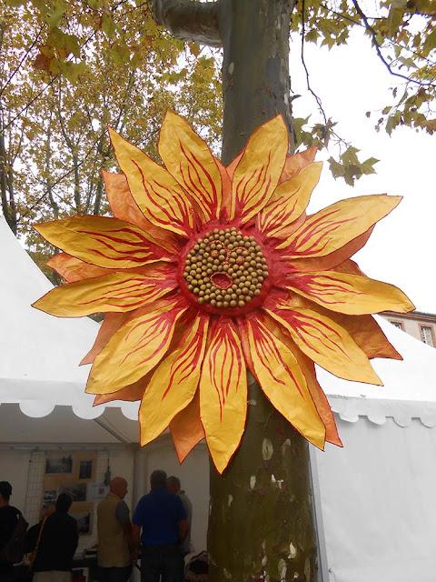 fleur géante papier mâché