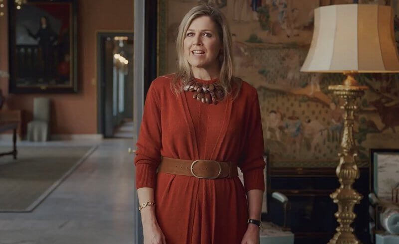 Queen Maxima wore a two piece red sweater dress from Natan. Ribbed knit belted dress from Valentino