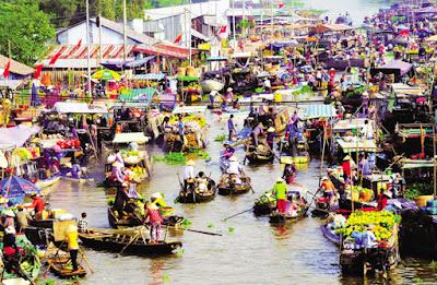 Floating market in Soc Trang Province