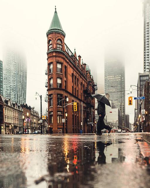 مبنى Gooderham Building نبذه عن المبنى !هو مبنى مكاتب تاريخي في 49 شارع ولنجتون في تورنتو ، أونتاريو ، كندا. يقع في الطرف الشرقي من الحي المالي في المدينة في حي سانت لورانس
