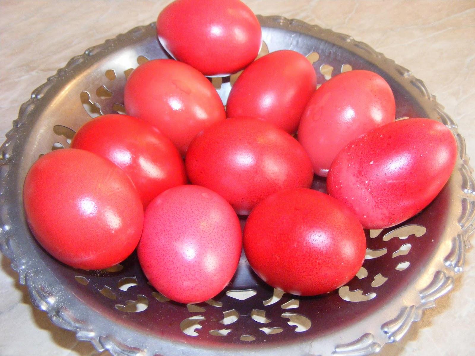 oua rosii, oua vopsite, oua de paste, uoa de pasti, oua rosii de paste, oua rosii de pasti, paste fericit, hristos a inviat, adevarat a inviat, oua colorate, oua vopsite rosii de paste, retete de paste, aperitive de paste,