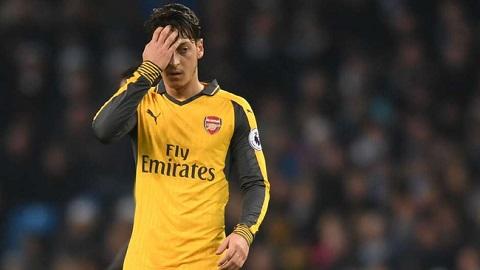 Vấn đề về thể lực là hạn chế khiến Mesut Ozil thi đấu đuối dần