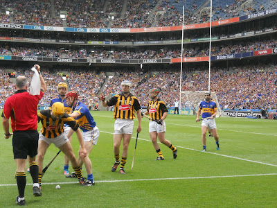 Hurling rules: referee throws a flag at Croke Park