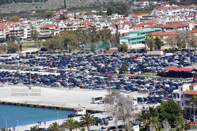 Με αυτό το κόλπο χώρεσαν 3.000 αυτοκίνητα στο λιμάνι του Ναυπλίου