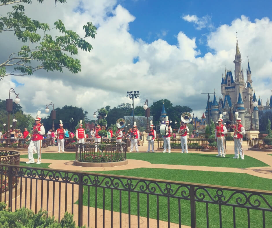 Why You, And Your Kids, Will Love Walt Disney World | From entertainment in the street to meeting your favourite characters it's full of Disney magic!