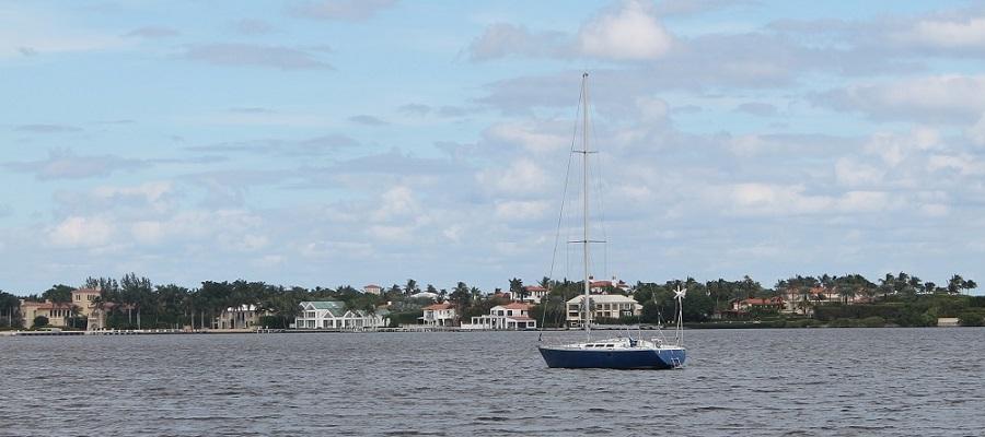 Intracoastal Waterway o Lake Worth Lagoon desde Flagler Drive, donde comienza la ruta