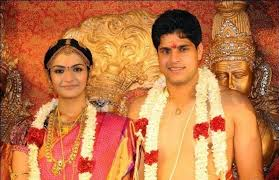 Arthi Venkatesh Family Husband Son Daughter Father Mother Marriage Photos Biography Profile